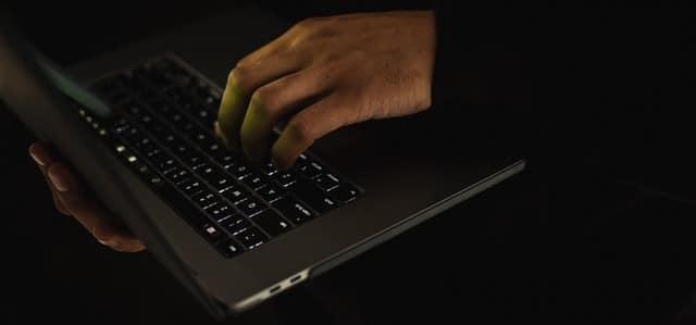 cliques inválidos e fraudulentos no google ads